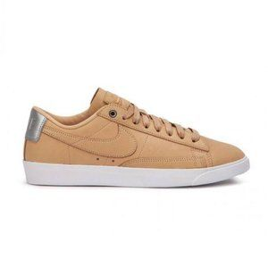 Tan Leather Nike Shoes (size 8)